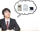 コピー機、レーザープリンター、印刷機の導入で悩む男