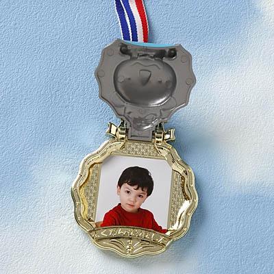 記念にトラの金メダルをプレゼント♪