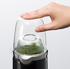 小容器を使って乾燥食品をパウダー状に