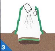 �市販の消臭発酵促進剤を均一に入れる。