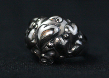 SKULL IN HEART RING