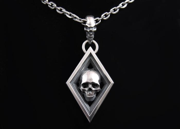 DIAMOND WITH SKULL TOP